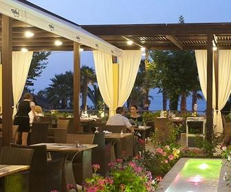 Hotel Star Beach Village terras waar u heerlijk kunt dineren