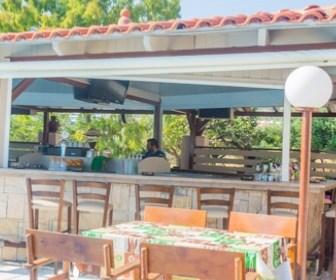 Adams appartementen heeft een gezellig pool bar. Boek Adams Appartemneten bij de Vakantiediscounter