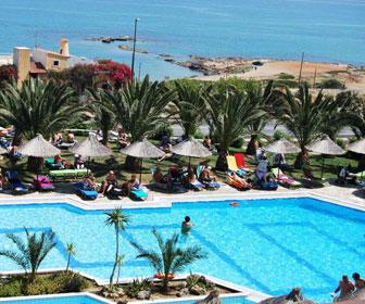 Mediterraneo hotel zwembad met uitzicht op zee